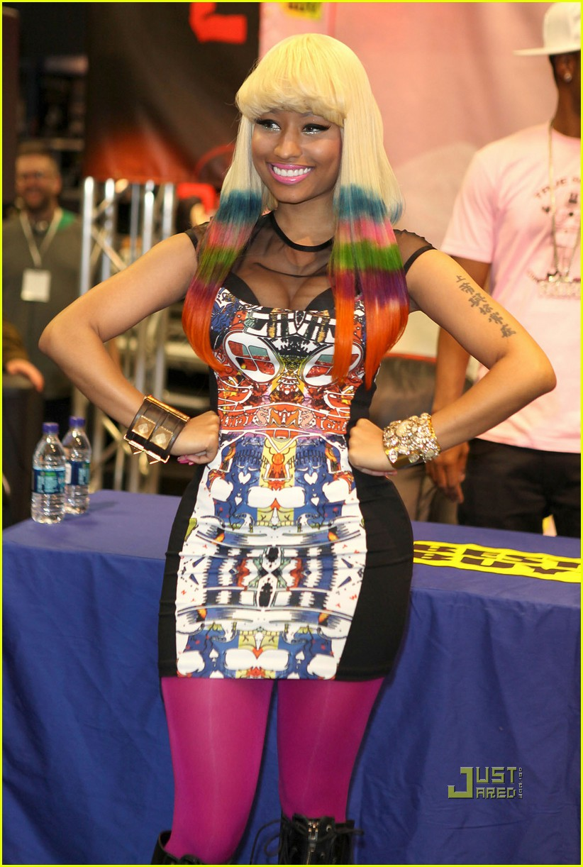 nicki minaj rainbow hair at album signing 09
