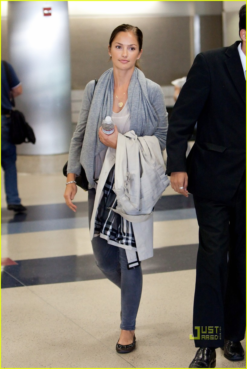 minka kelly lax airport 05