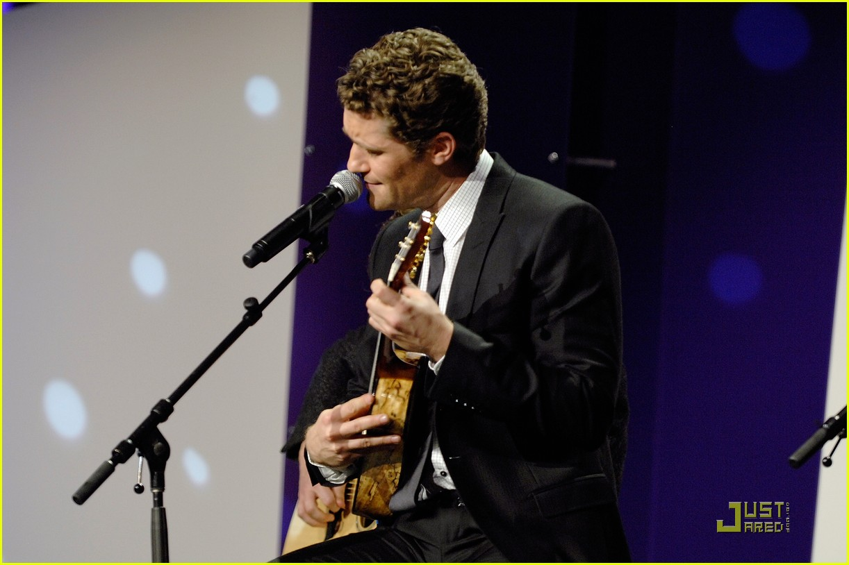 matthew morrison 2010 emery awards 01