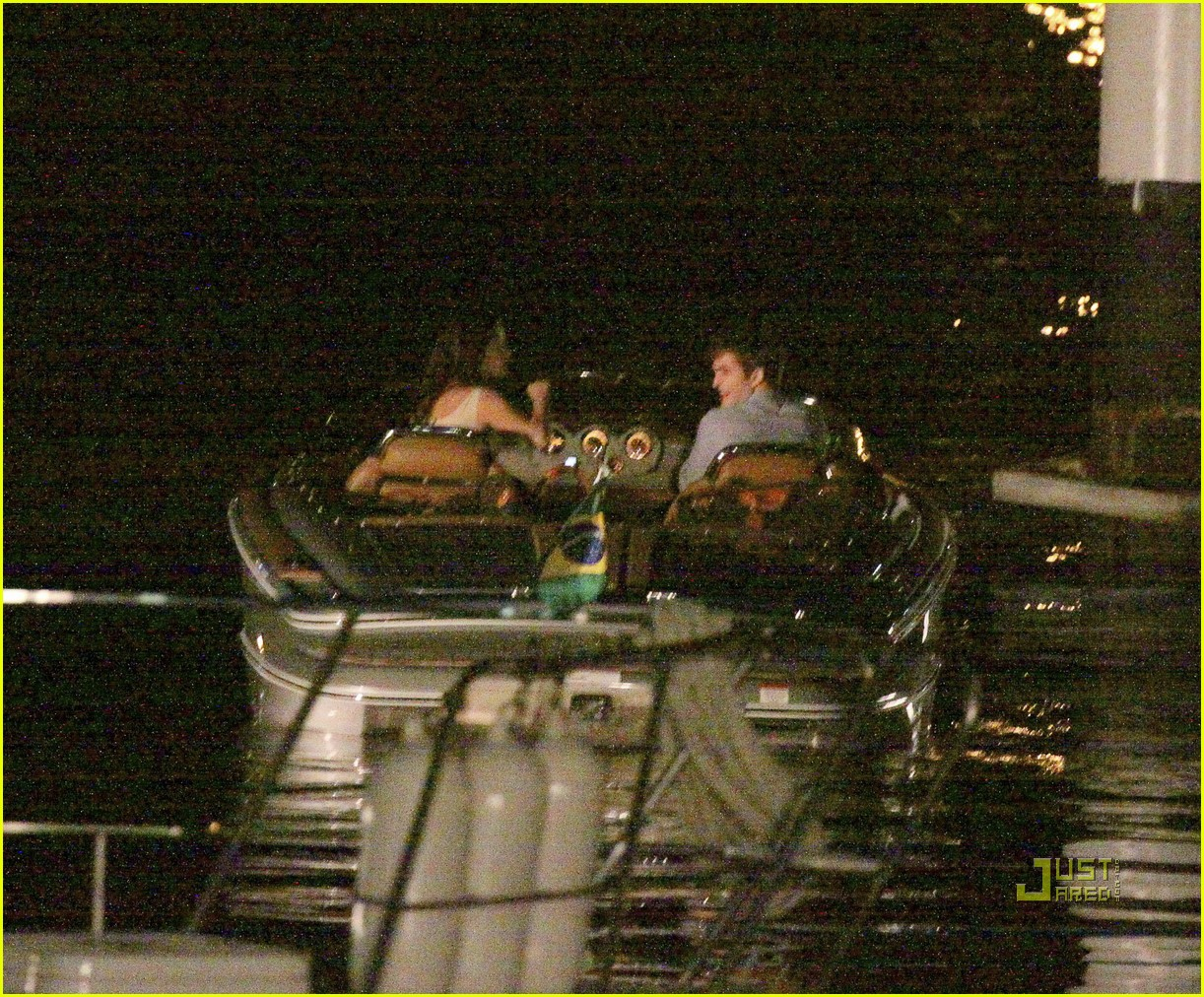 robert pattinson kristen stewart breaking dawn smooch 232493688