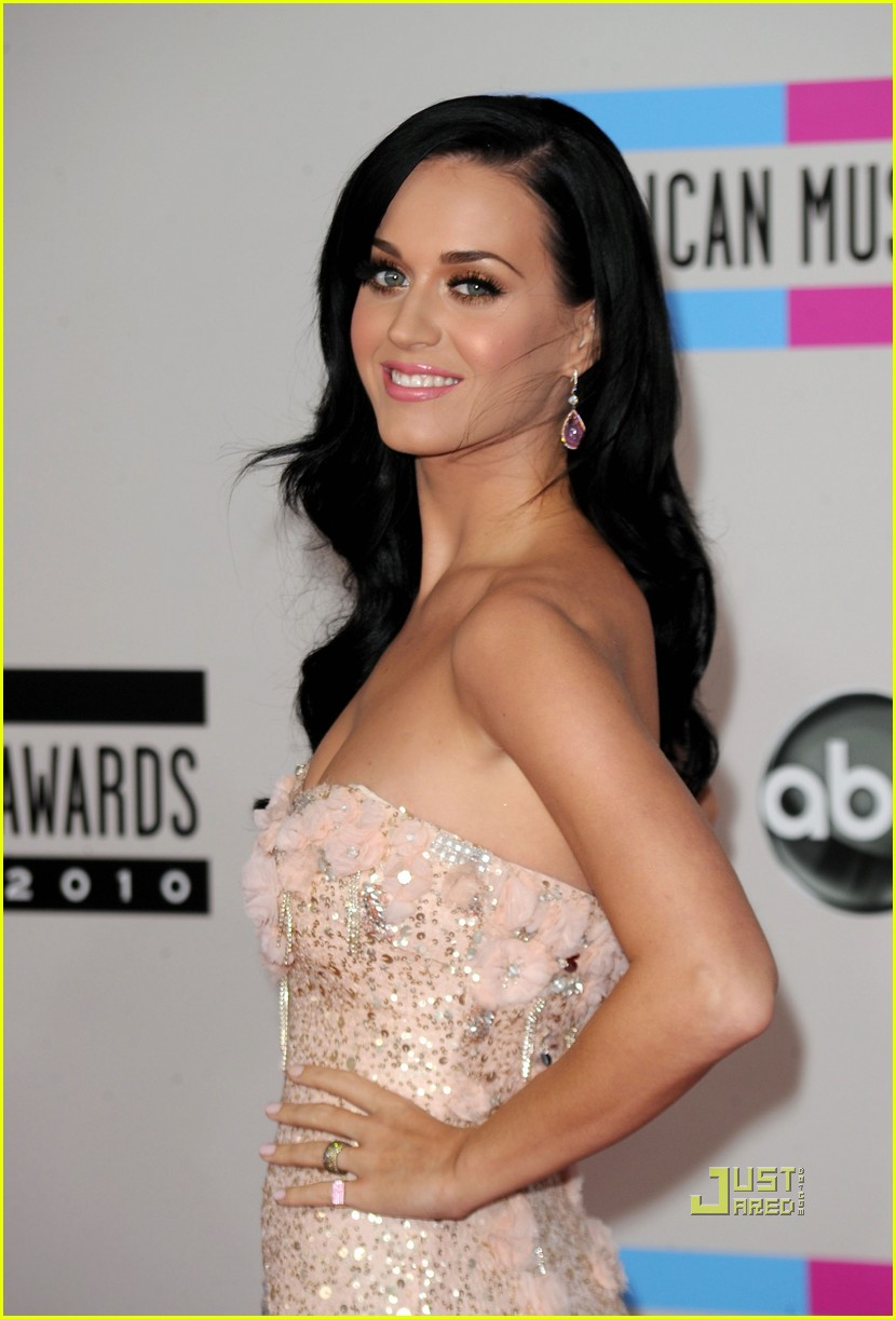 katy perry amas red carpet 2010 02