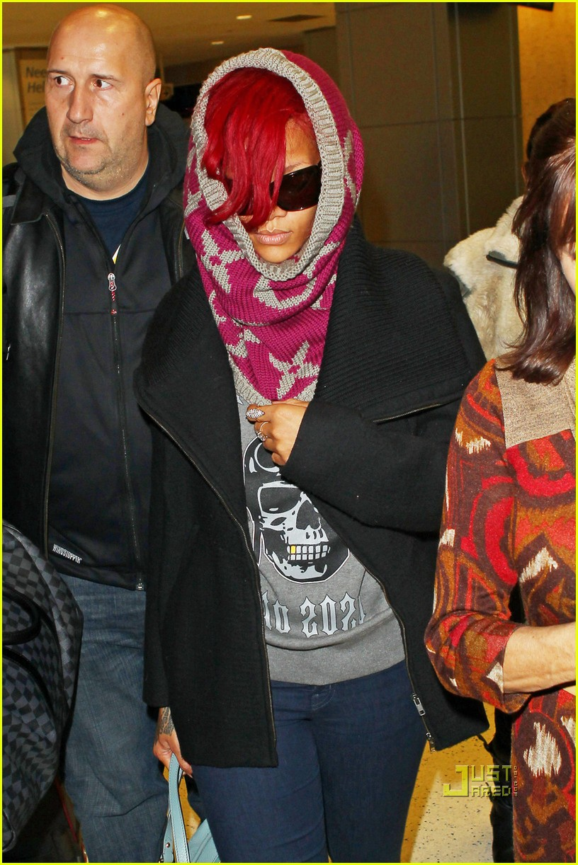 rihanna jfk arrival with matt kemp 01