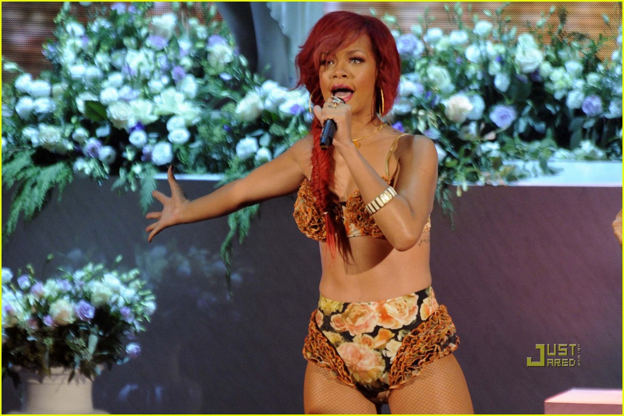 rihanna x factor italia performance 06