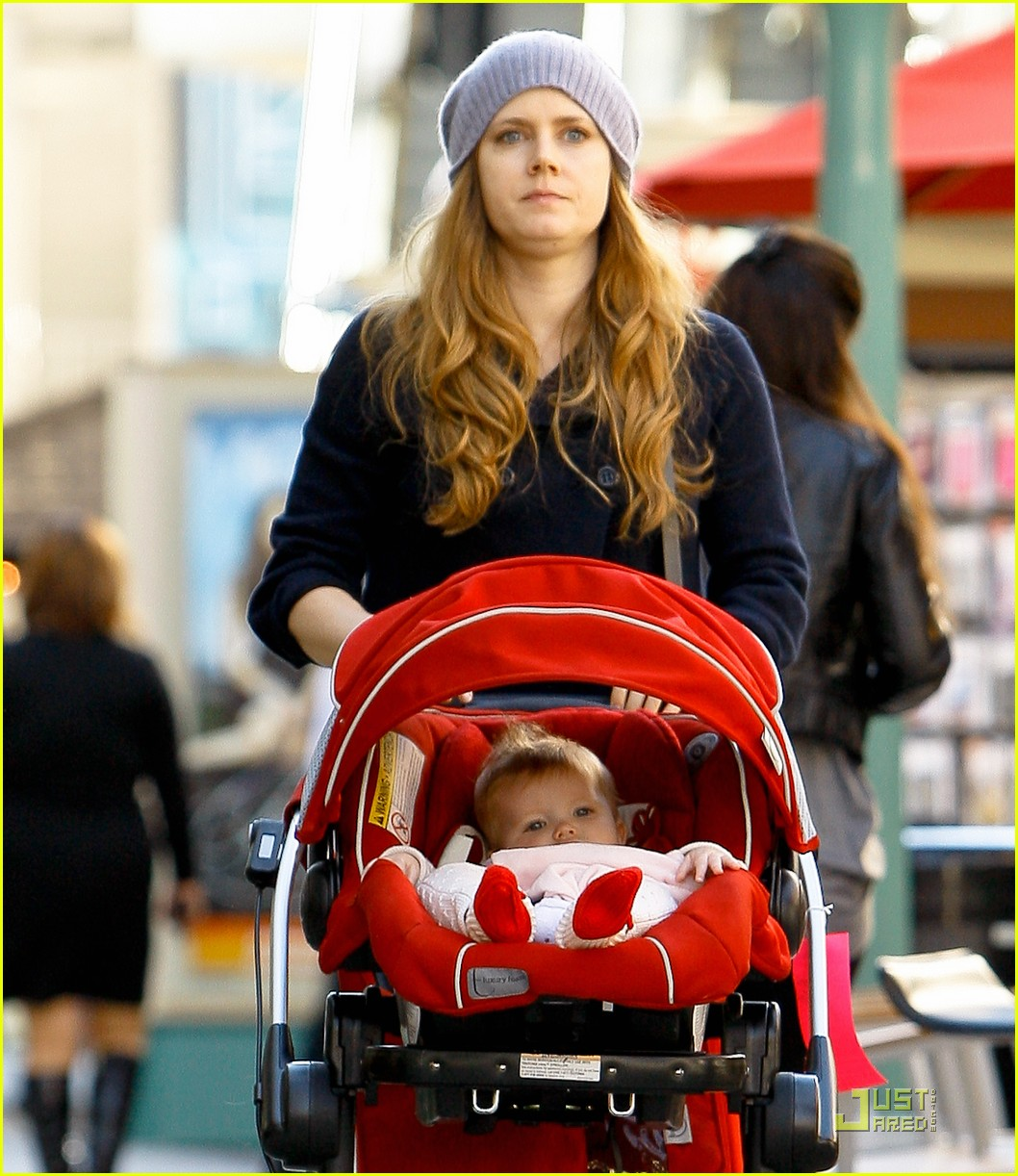 amy adams christmas shopping darren le gallo 01