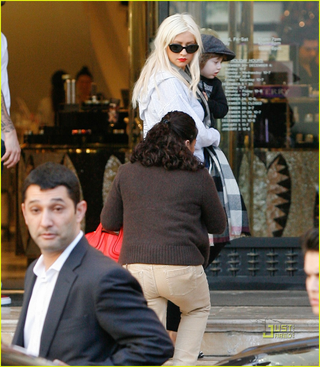 christina aguilera christmas shopping 02