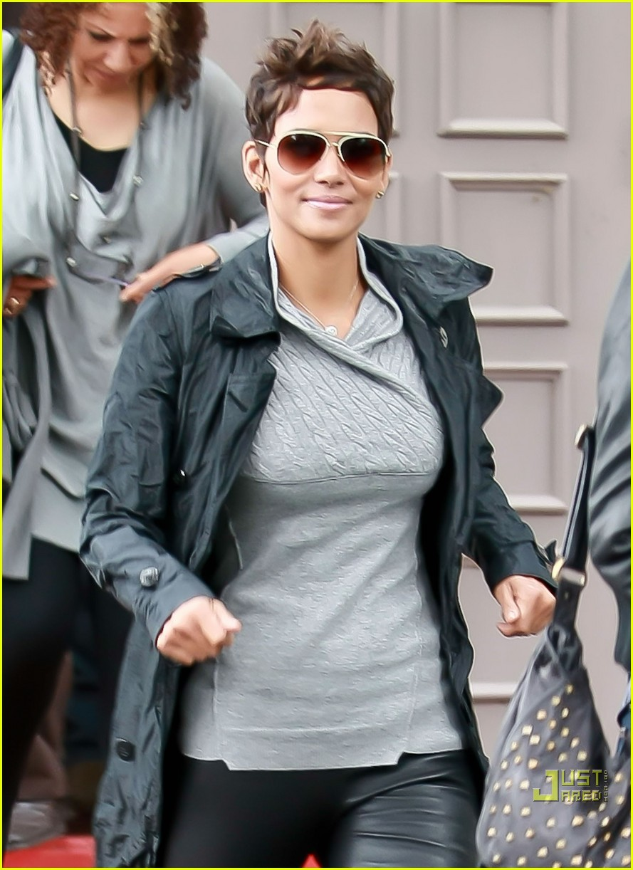 halle berry leather pants perfect 01