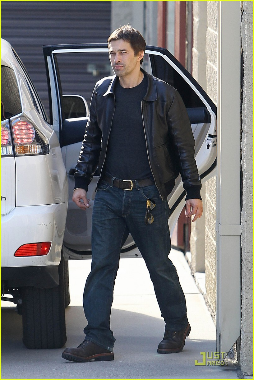 halle berry olivier martinez storage 04