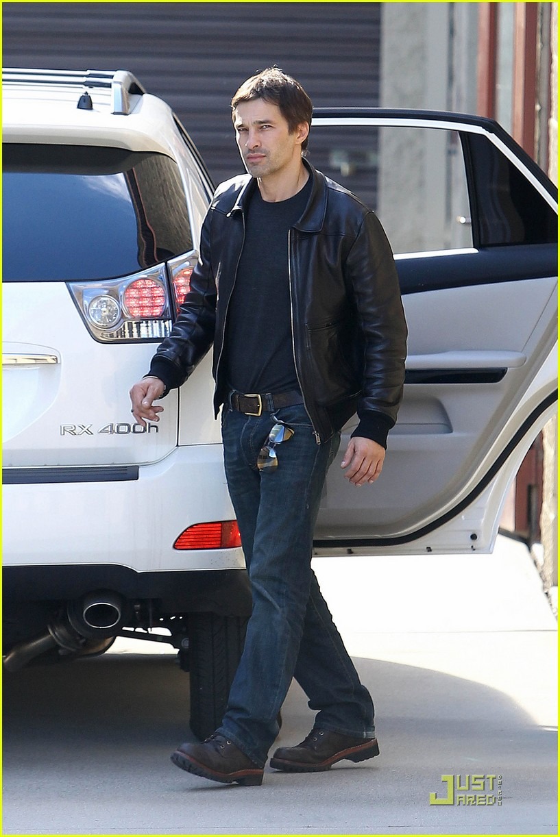 halle berry olivier martinez storage 06