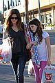 rachel bilson christmas shopping sister 04