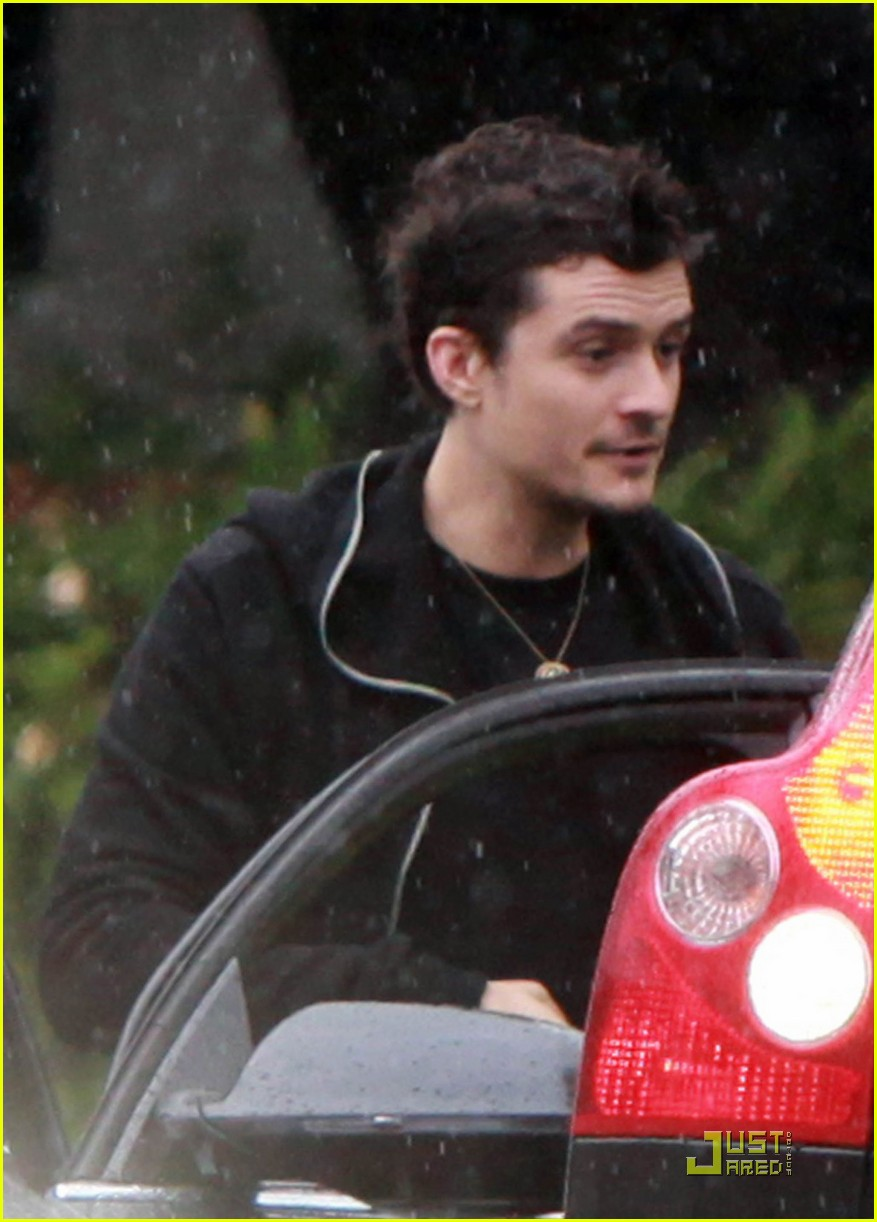 orlando bloom is willing to get wet 01