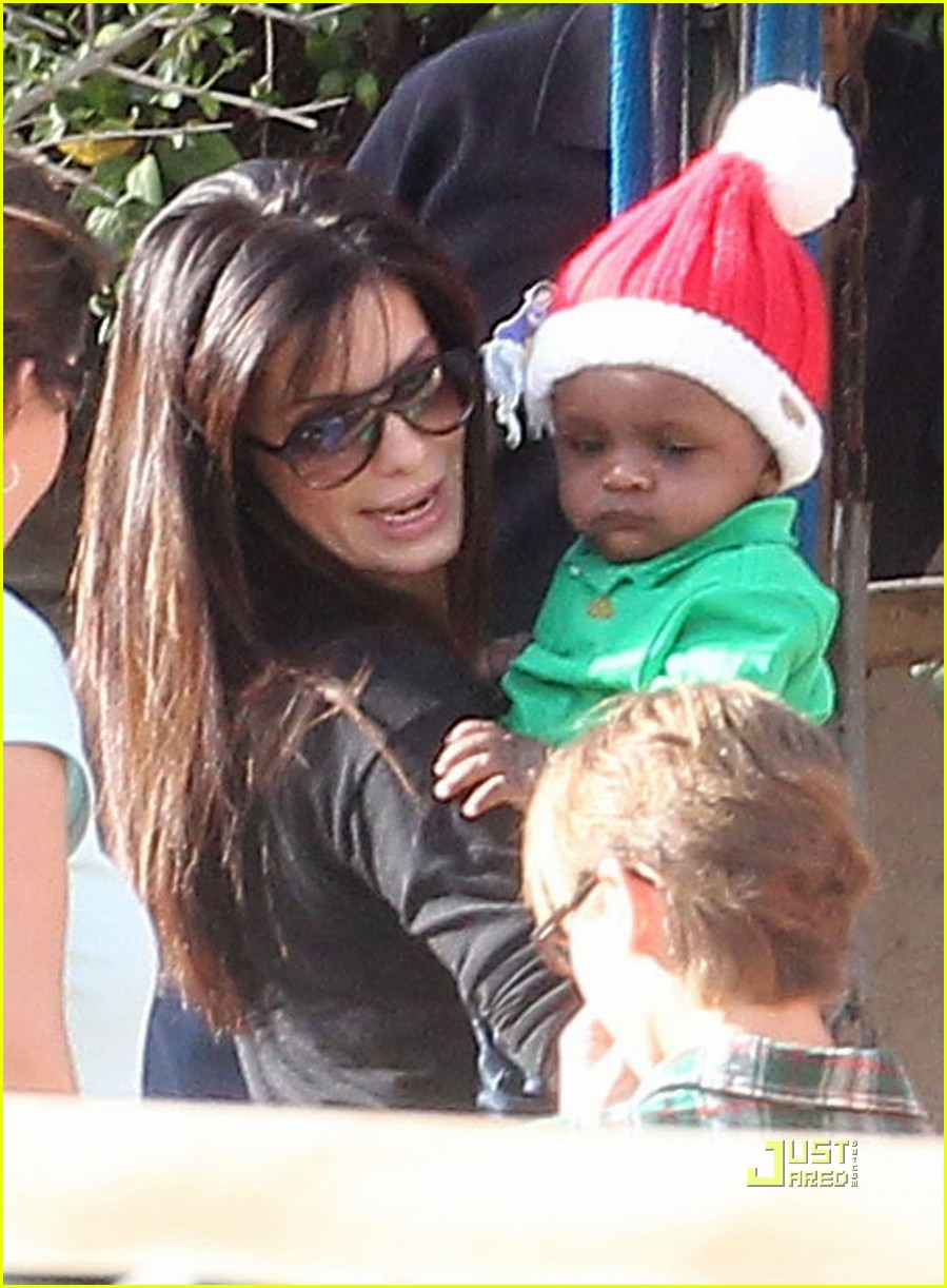 sandra bullock louis christmas party 012503024