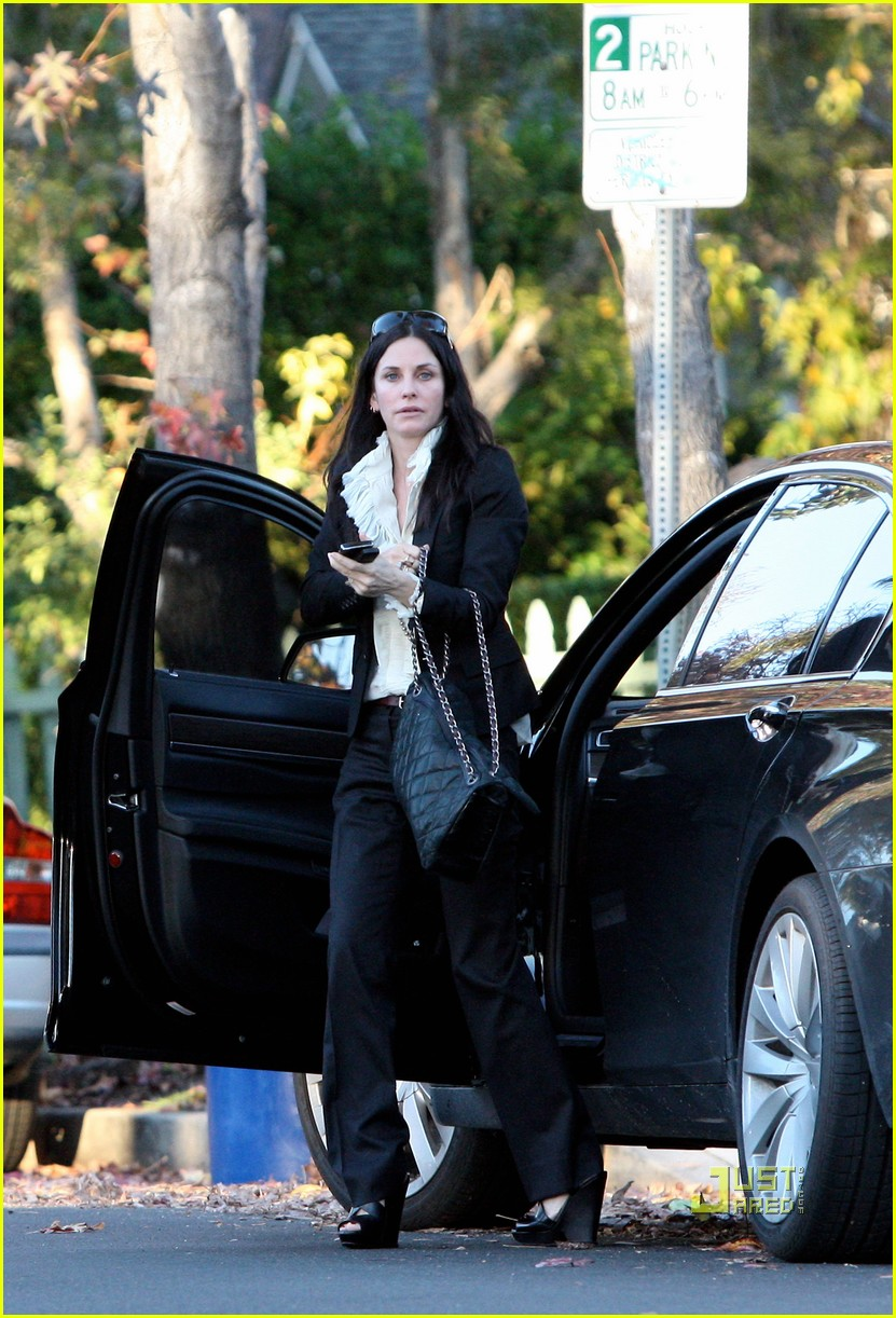 courteney cox christmas eve party 01