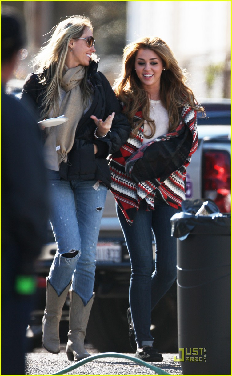 miley cyrus so undercover mom 04