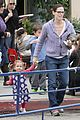 jennifer garner piggyback ride for violet 19