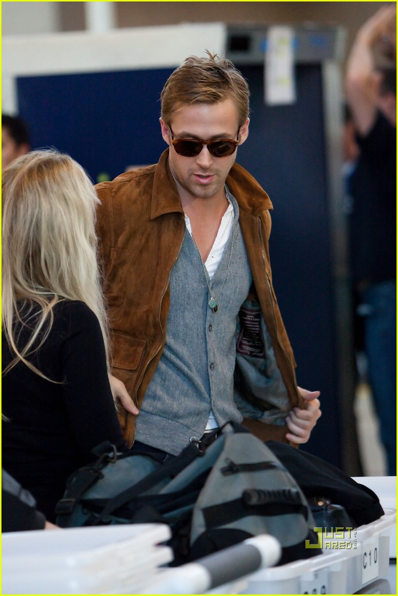 ryan gosling tsa patdown lax 06