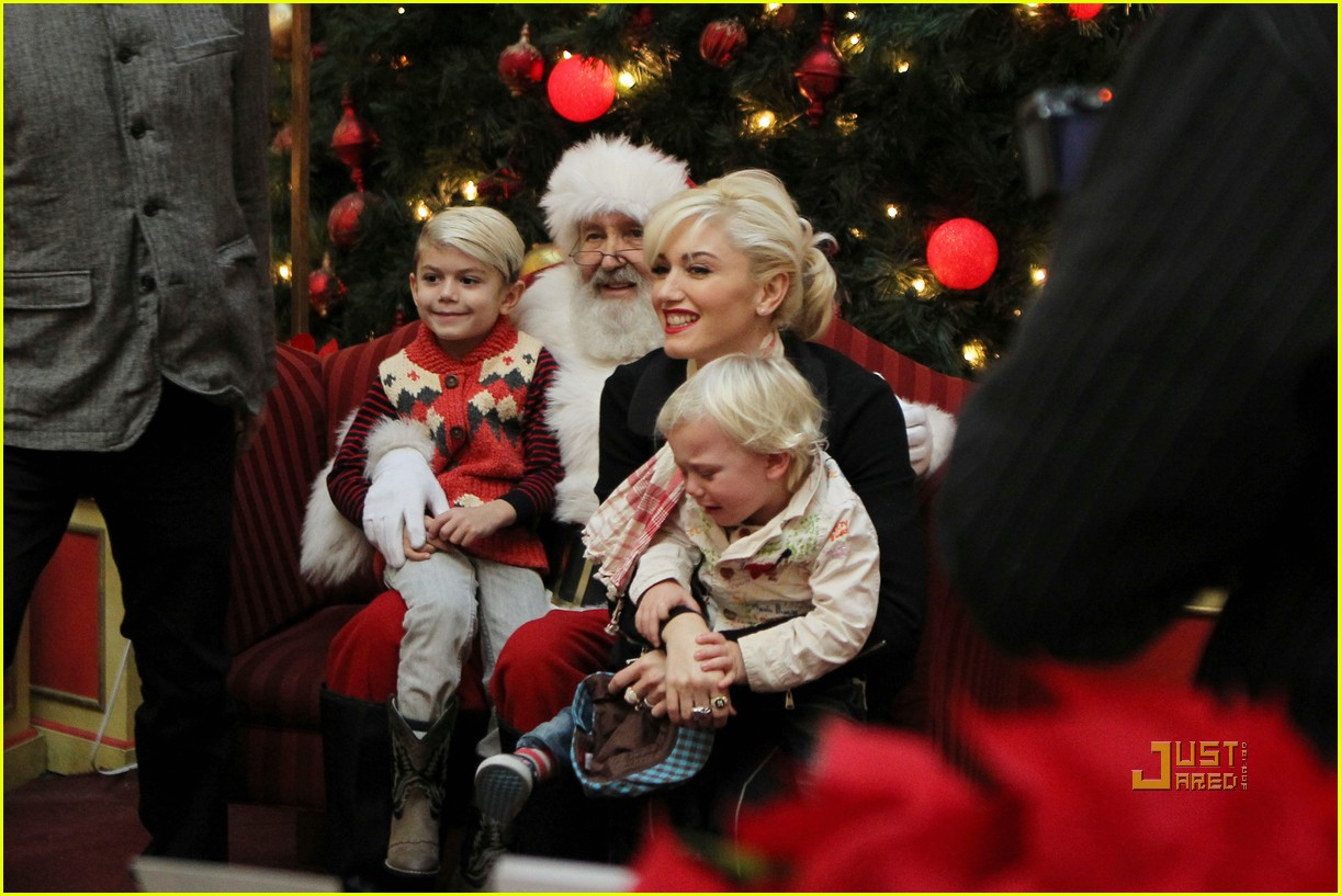 gwen stefani santa claus 01