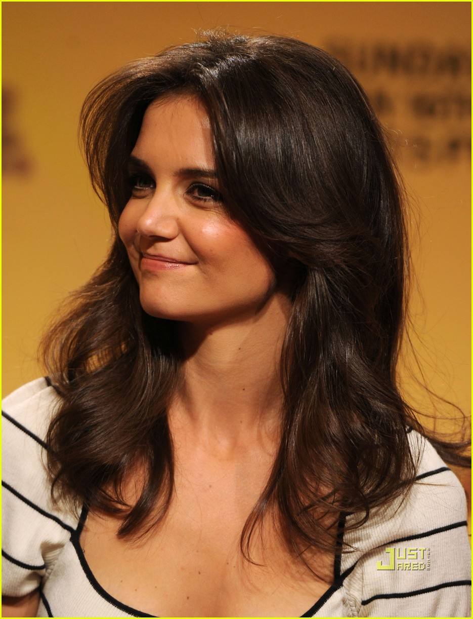 katie holmes golden globe nomination announcement 08