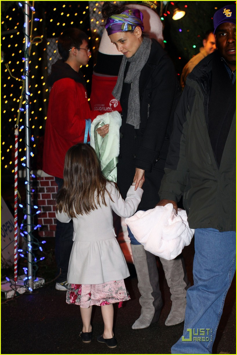 katie holmes suri cruise christmas train twosome 06
