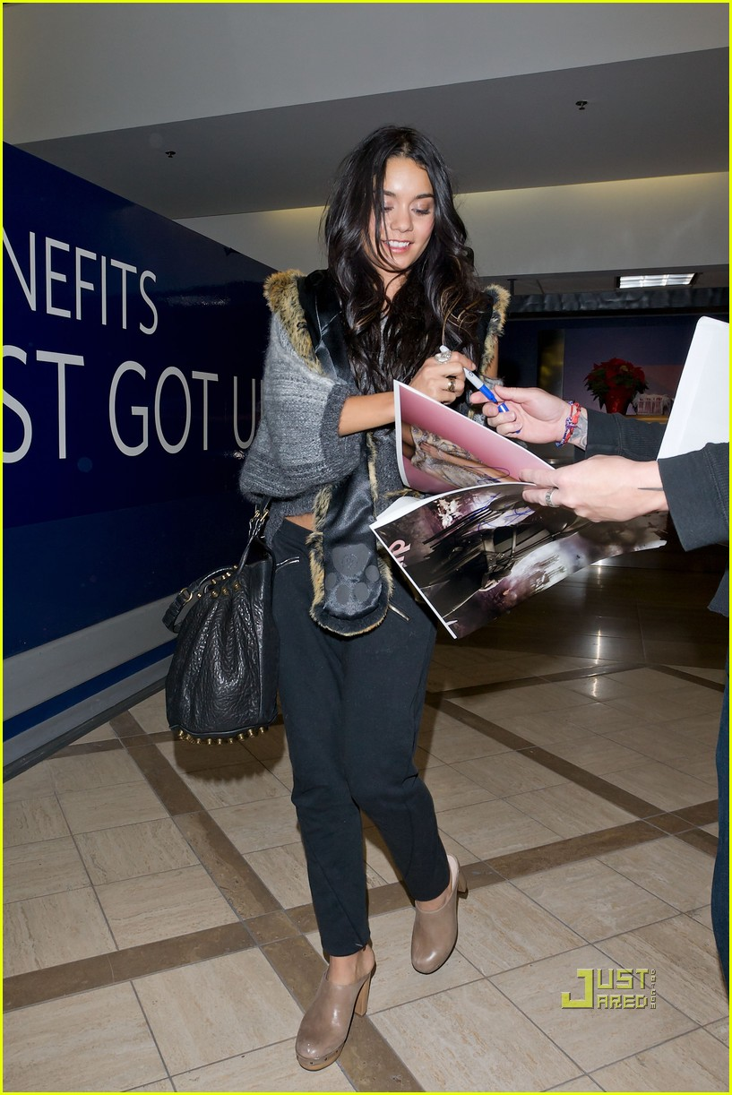 vanessa hudgens flight lax 012501334