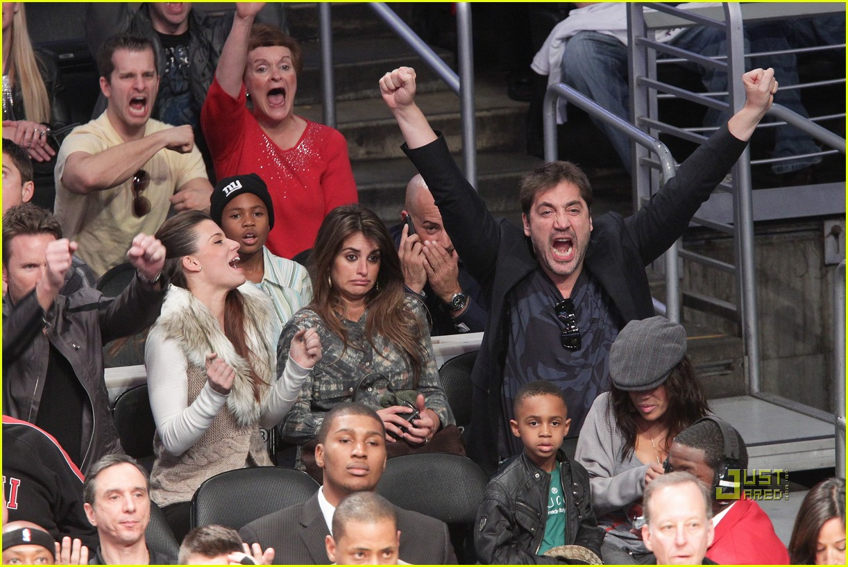 javier bardem lakers game penelope cruz 02
