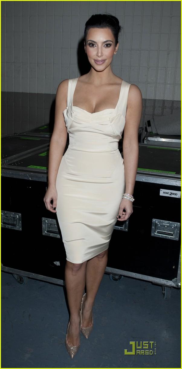 kim kardashian z100 jingle ball 2010 06