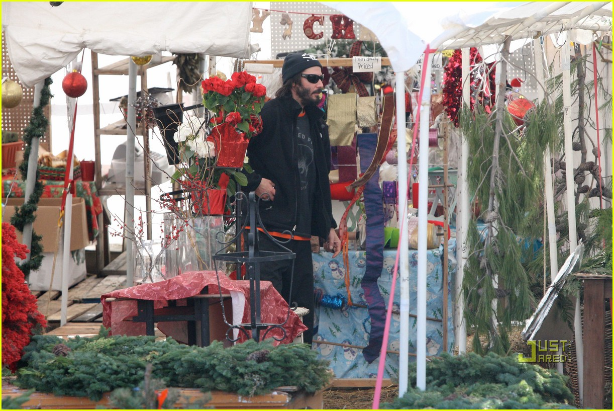 keanu reeves christmas tree shopping 152506384