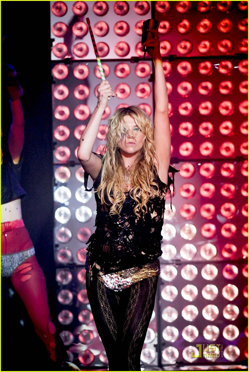 kesha billboard 02