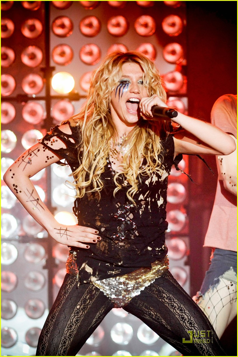 kesha billboard 04