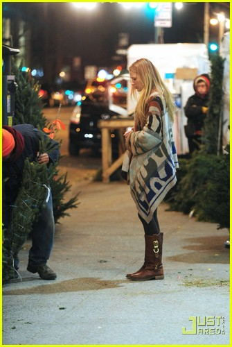 Blake Lively: Christmas Tree Shopping!: Photo 2503773 ...