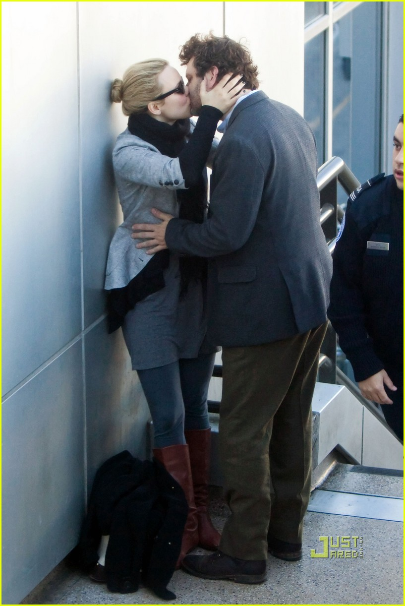 rachel mcadams michael sheen kiss 09