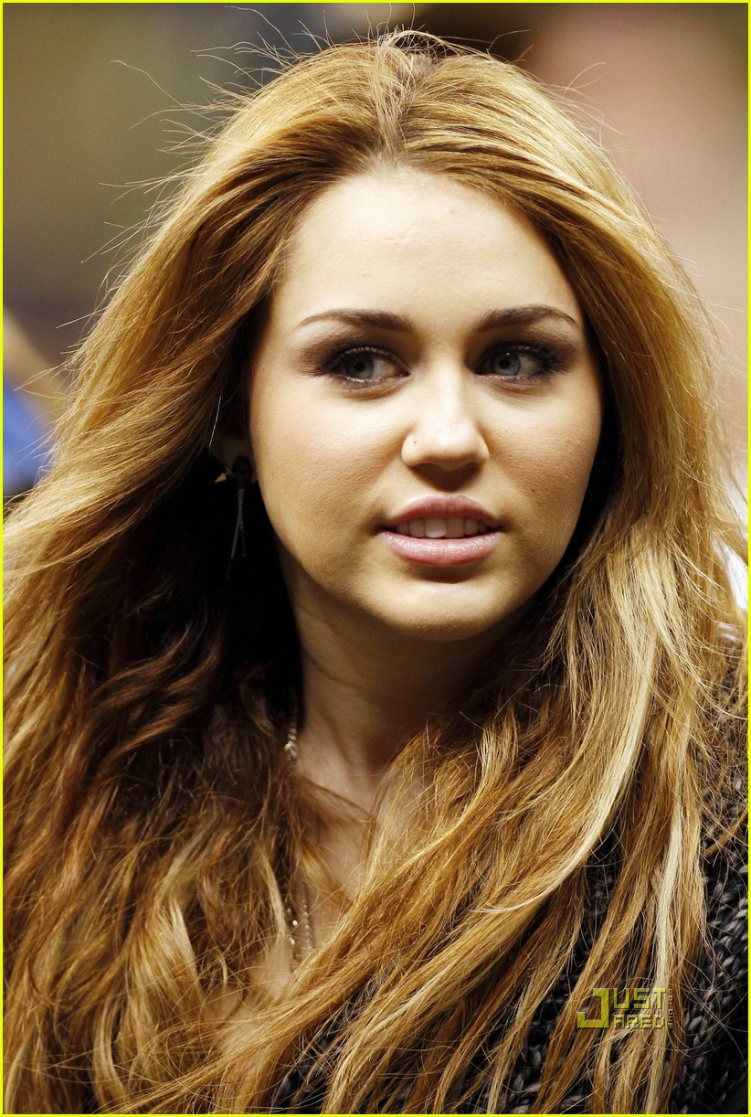 miley cyrus undercover set 16