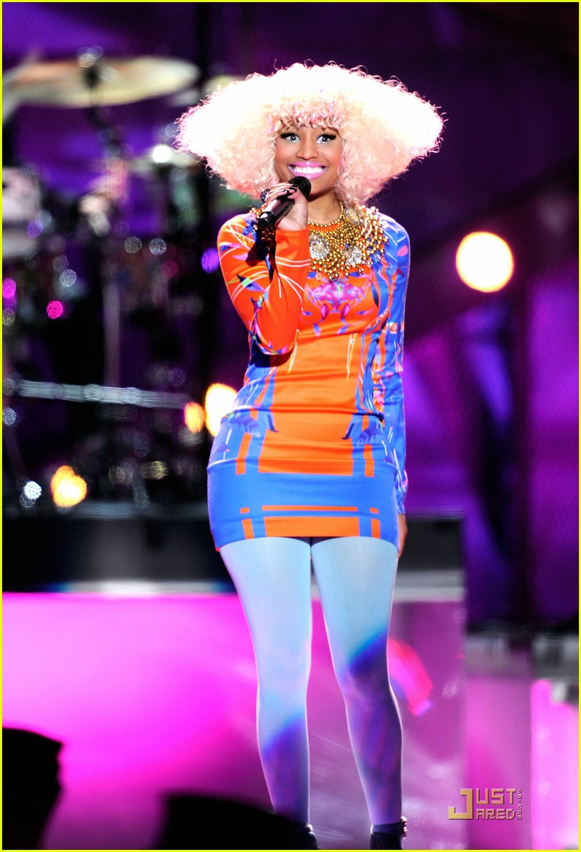 nicki minaj troops 01
