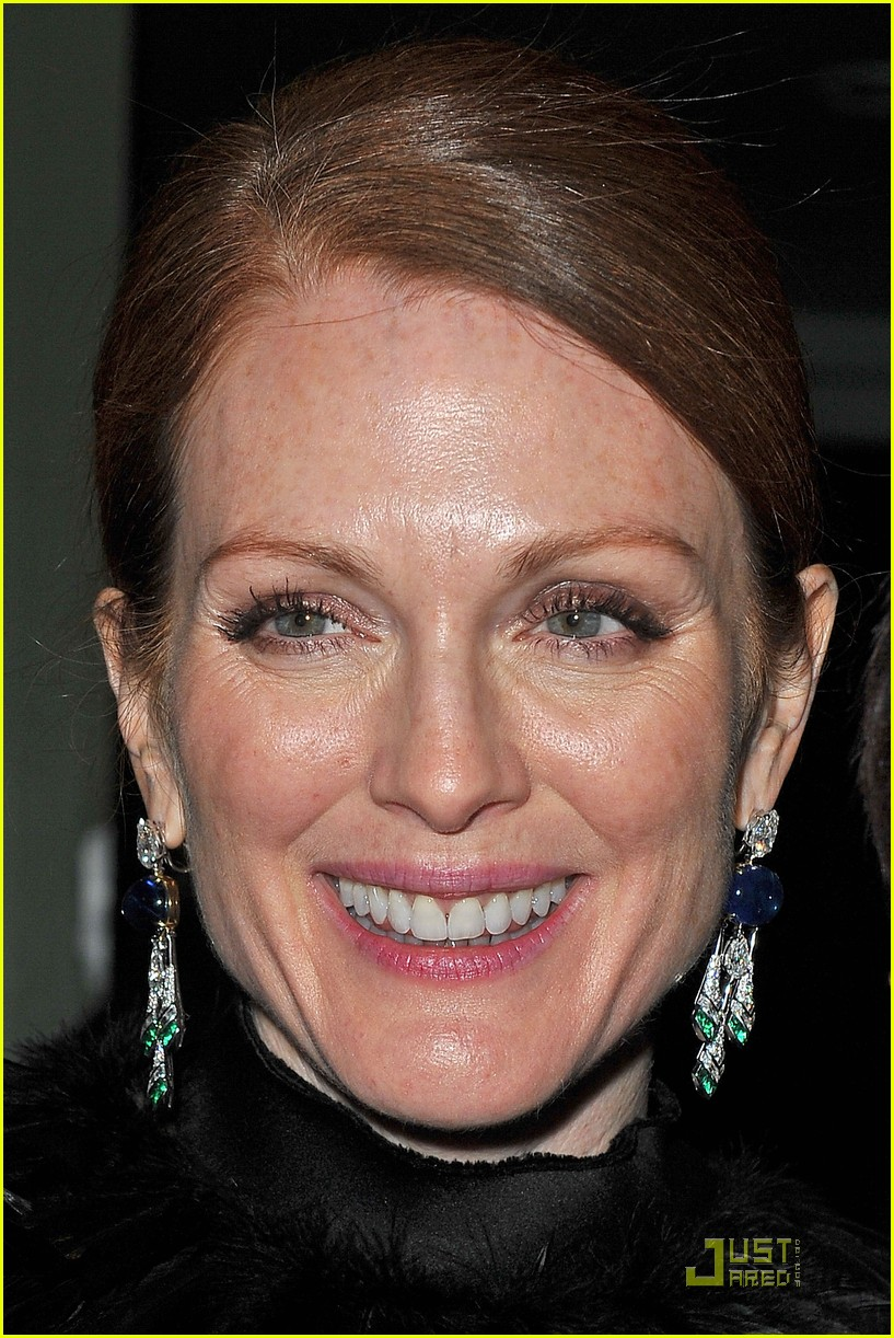 julianne moore bulgari 112502736