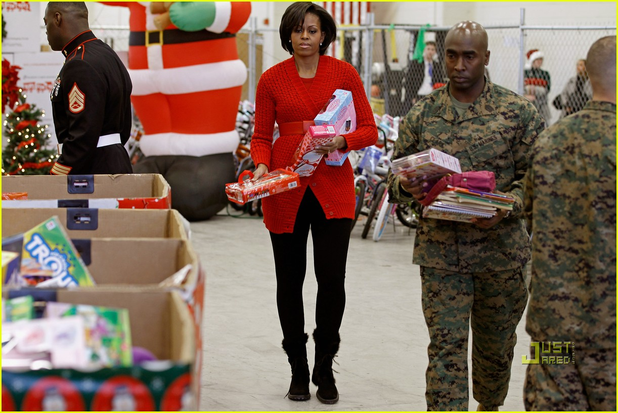 michelle obama toys for tots 01