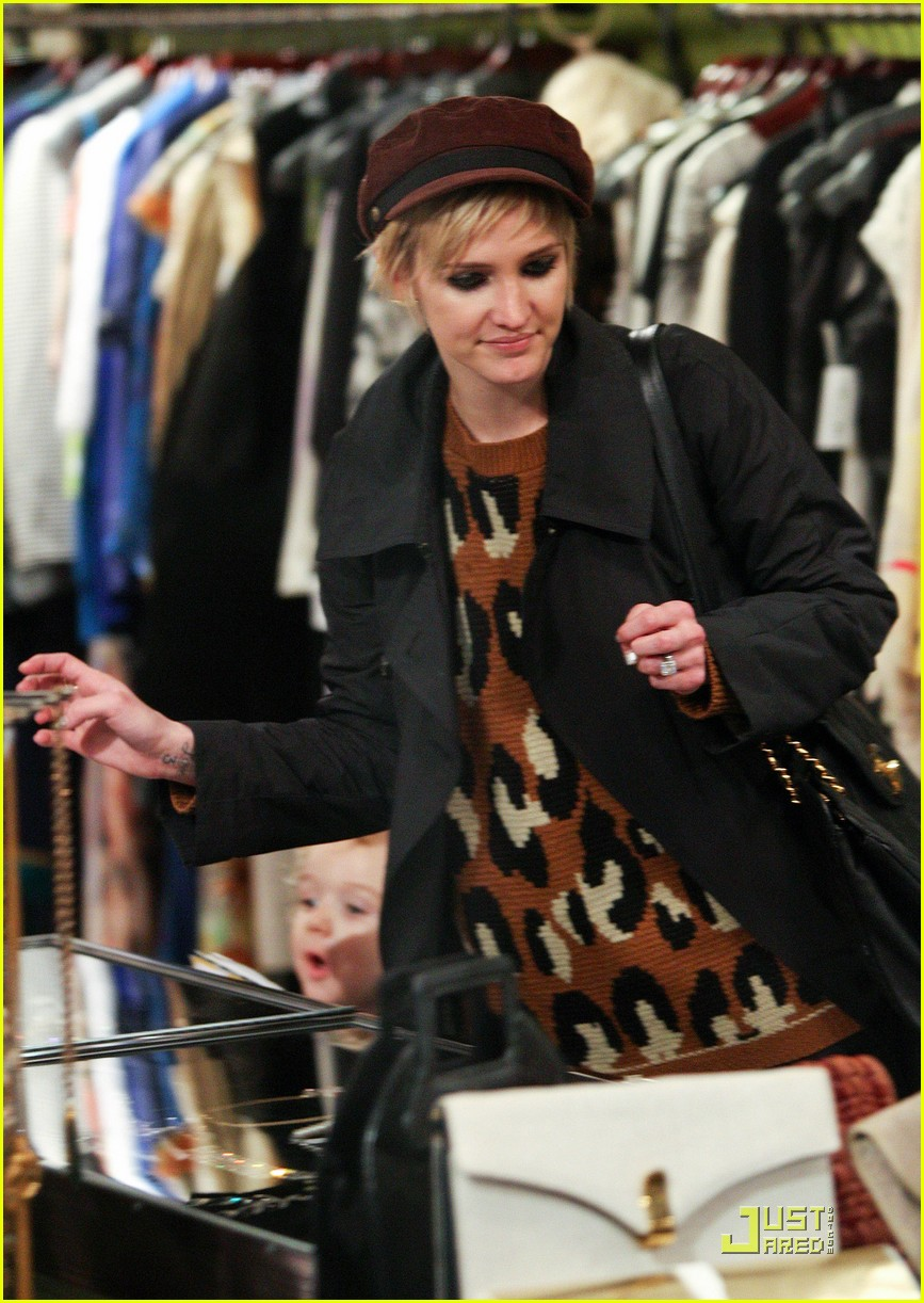 ashlee simpson vintage clothing shopping 02