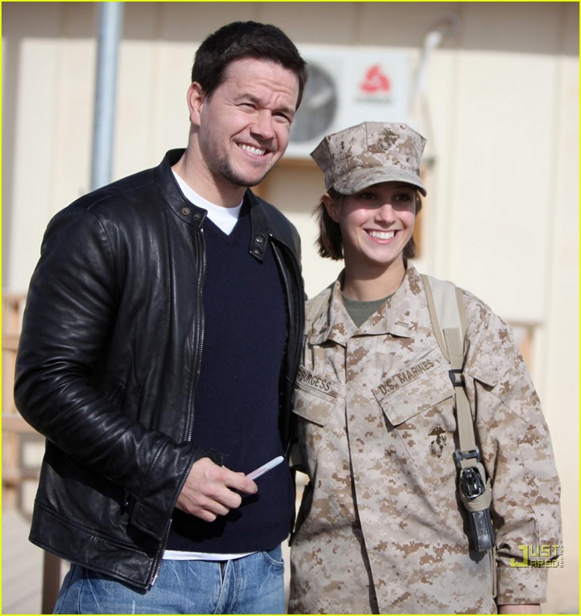 mark wahlberg salutes troops 012507261