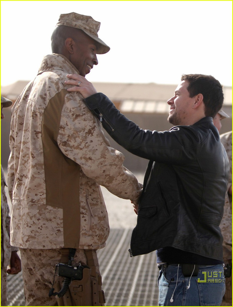 mark wahlberg salutes troops 04