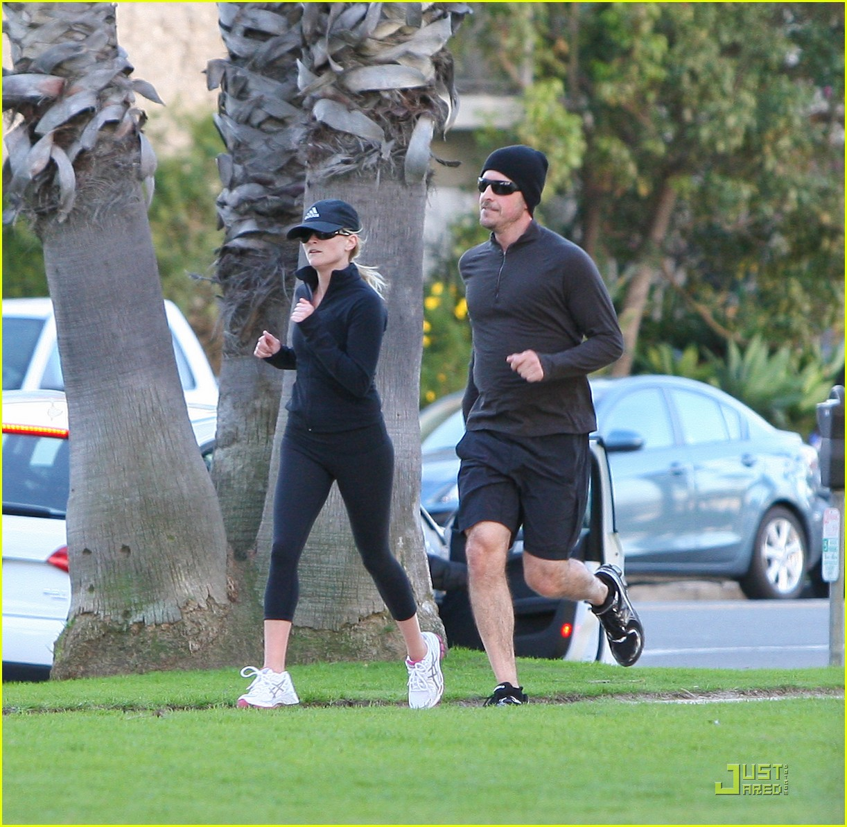 reese witherspoon jim toth jogging 01