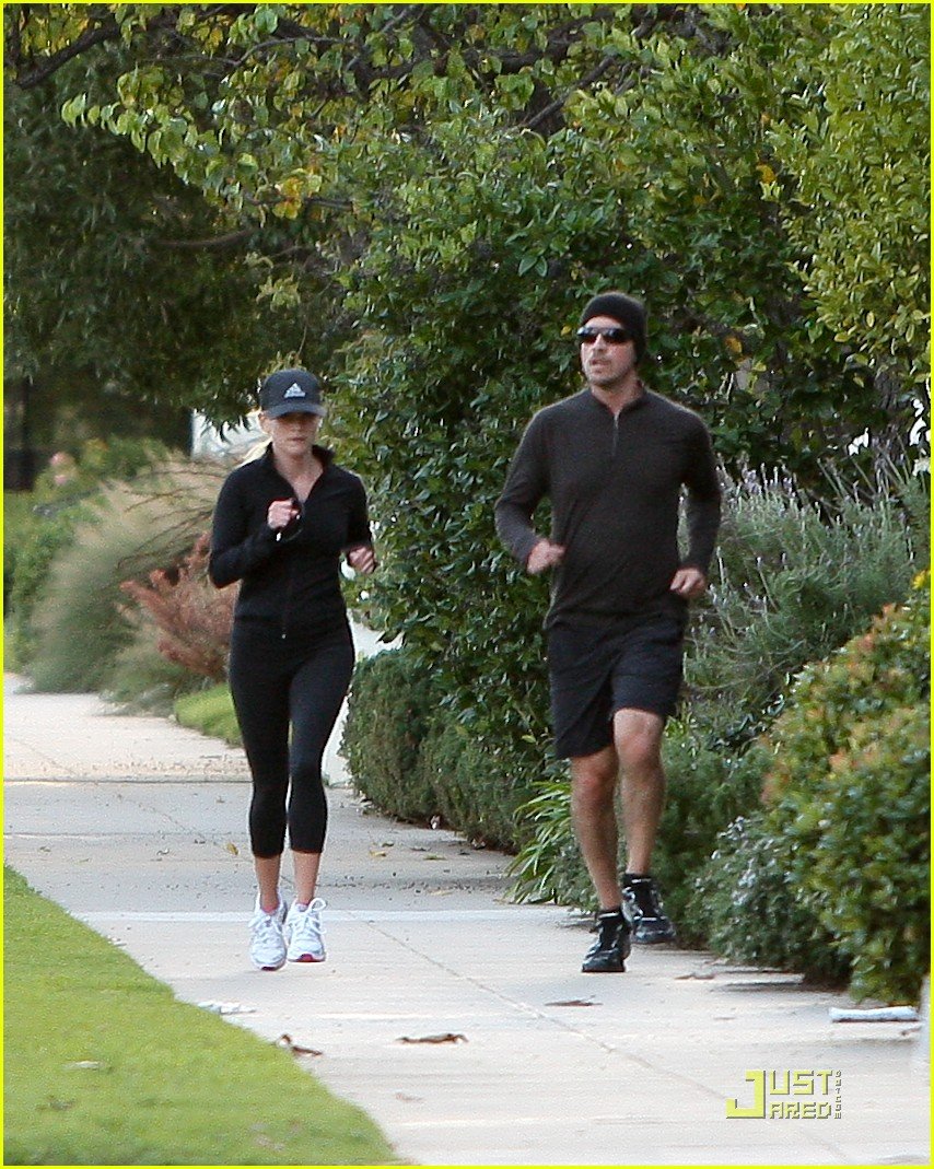 reese witherspoon jim toth jogging 09