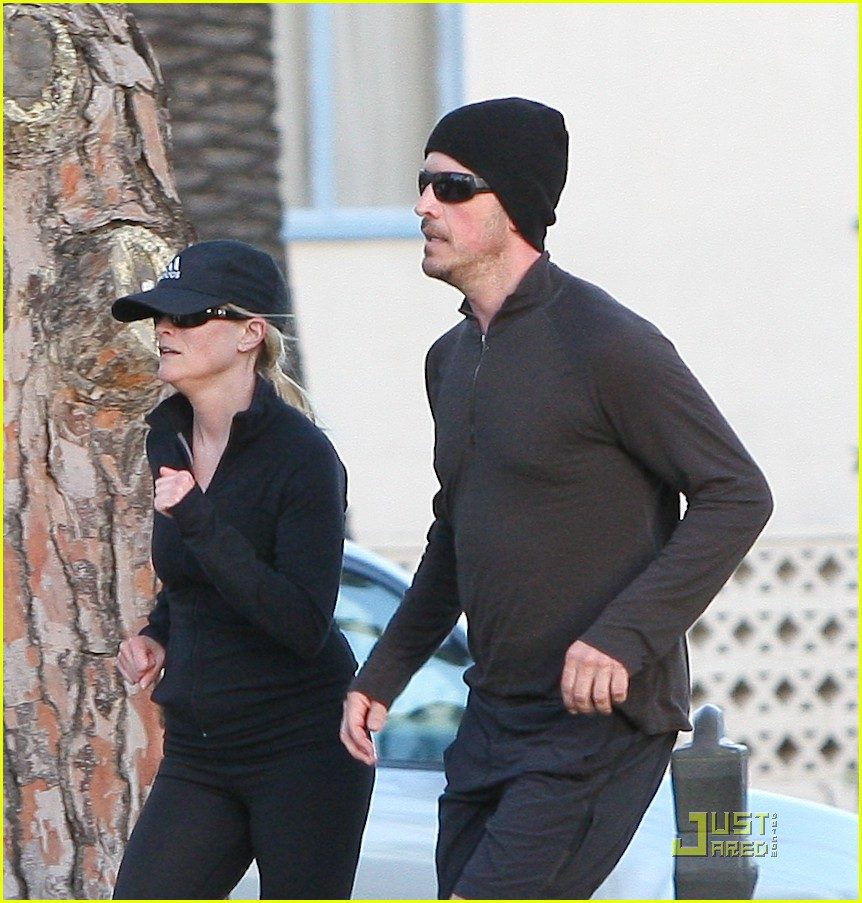 reese witherspoon jim toth jogging 13