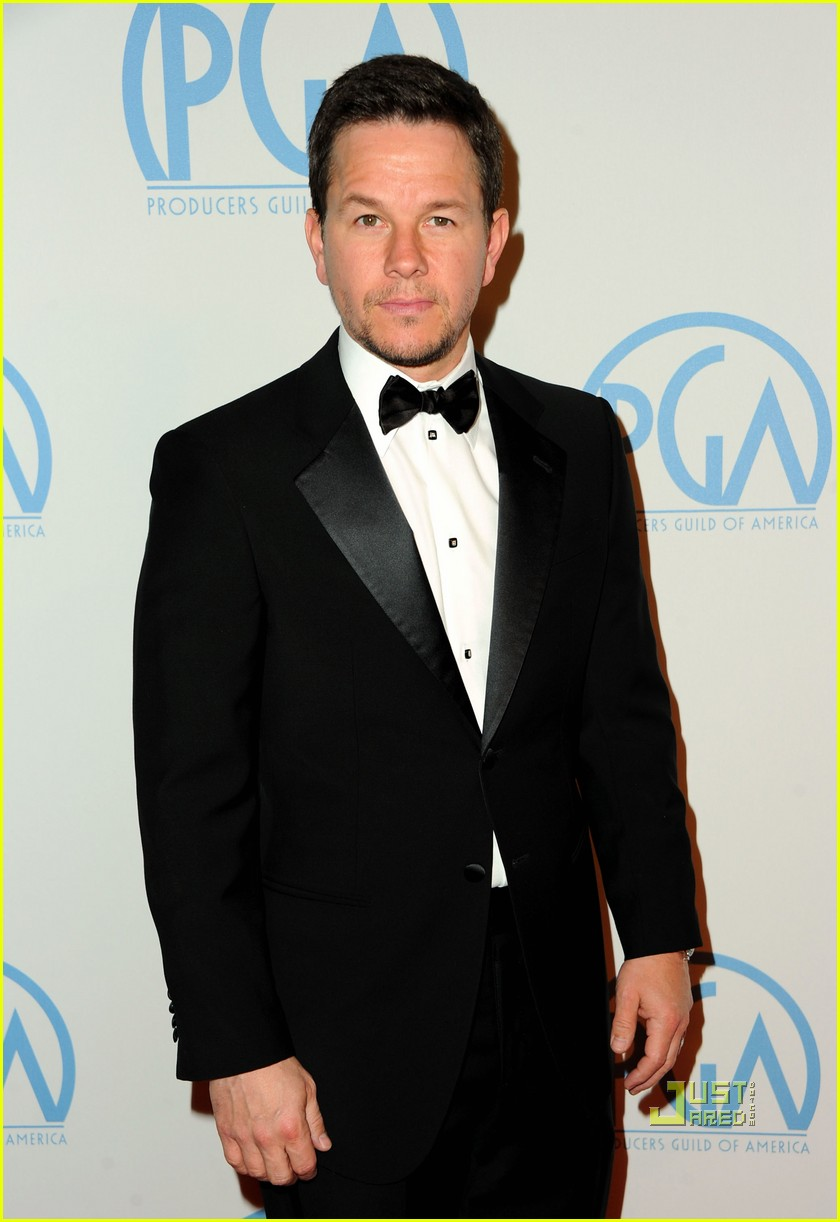 full sized photo of amy adams mark wahlberg producers guild awards 17 photo 2513681 just jared. Black Bedroom Furniture Sets. Home Design Ideas