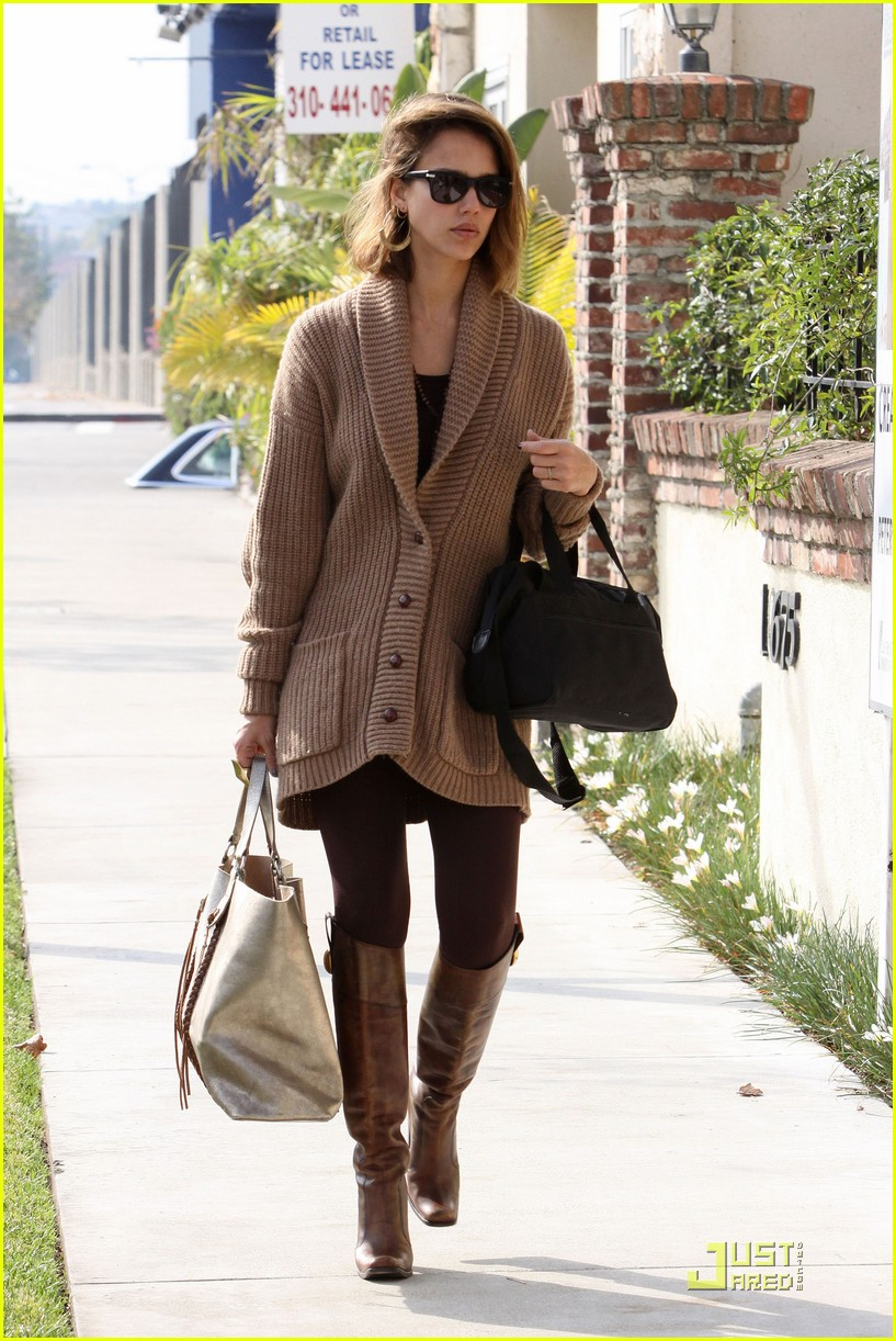 jessica alba cardigan chic 07