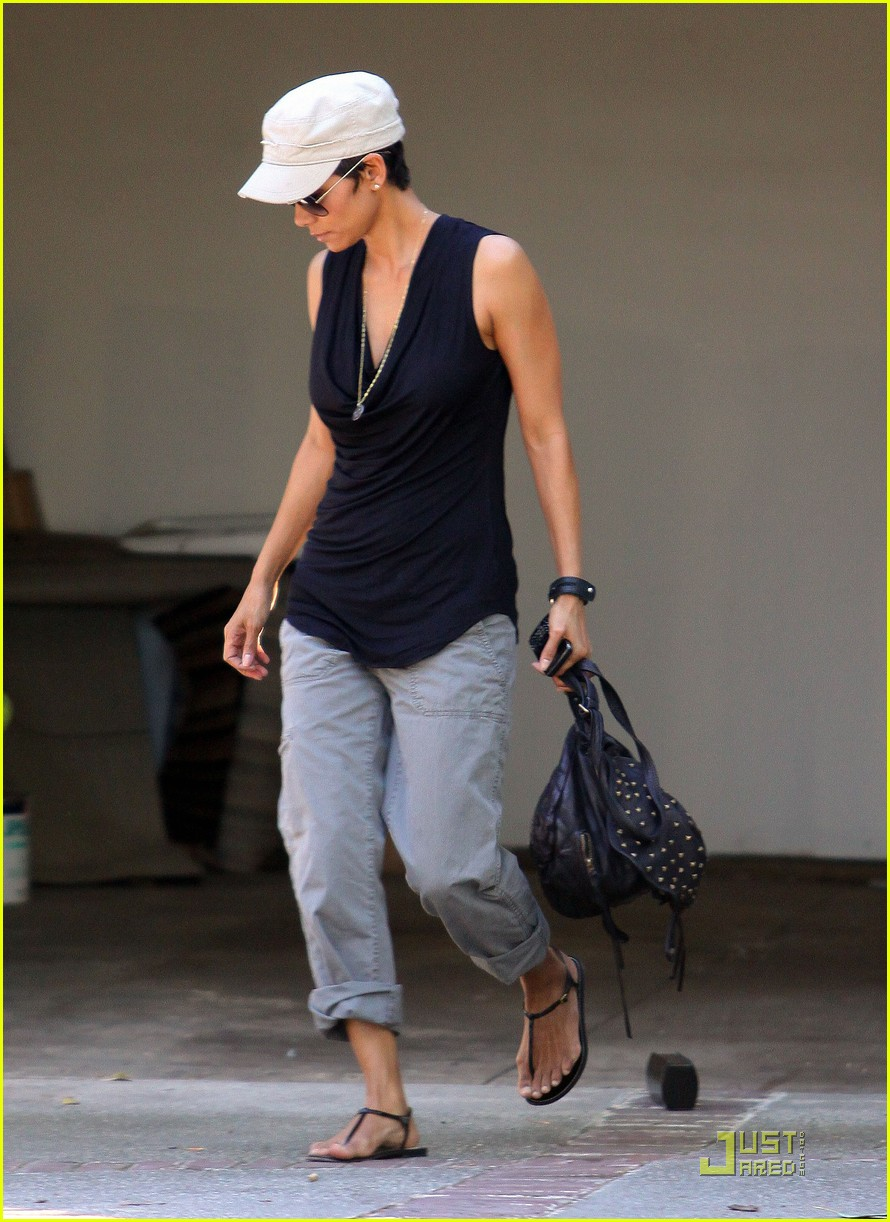 halle berry meeting 032515011