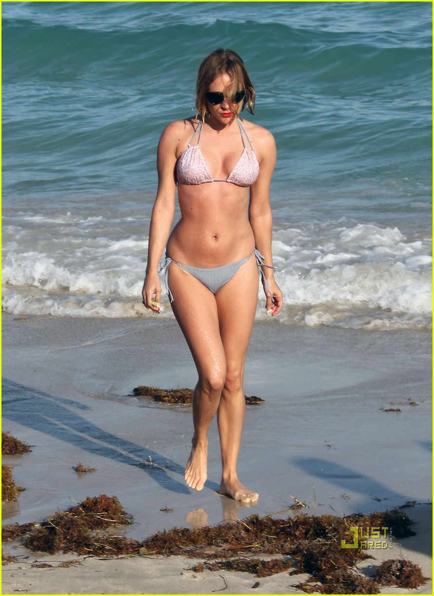 chloe sevigny bikini miami 09