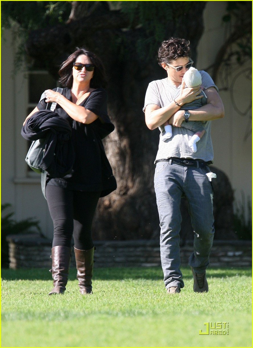 orlando bloom walk in the park with flynn 01