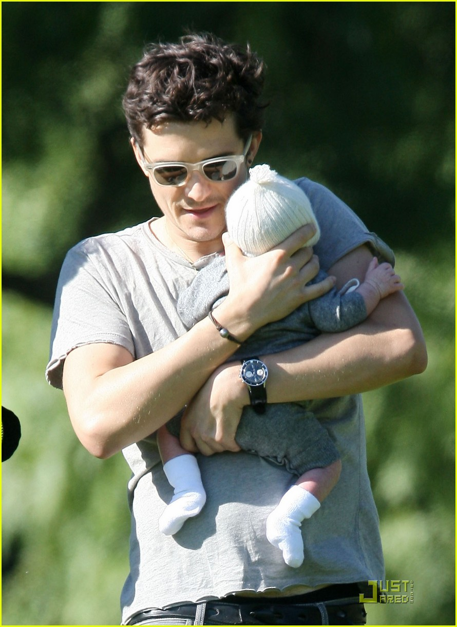 orlando bloom walk in the park with flynn 02