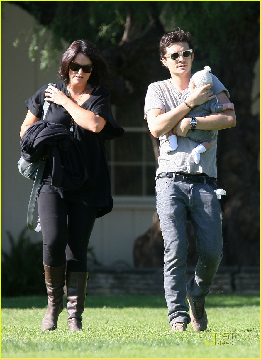 orlando bloom walk in the park with flynn 20