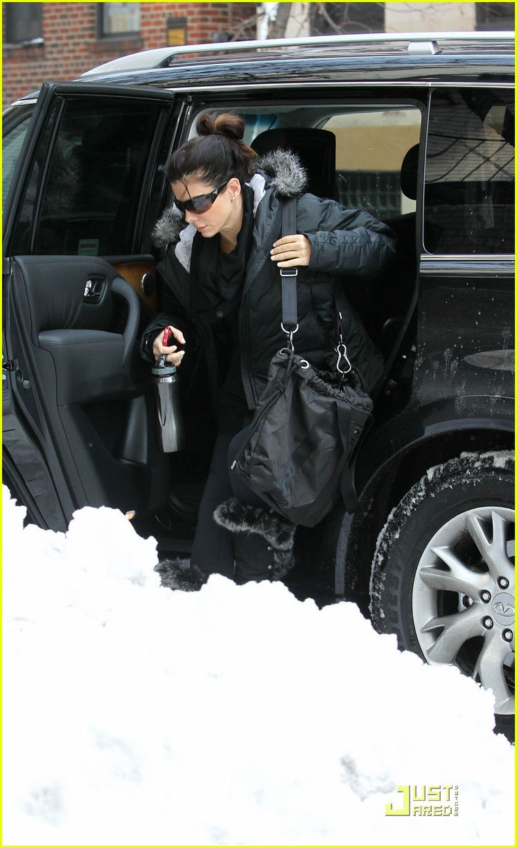Full Sized Photo of sandra bullock nyc car 05 | Photo 2514924 | Just ...: www.justjared.com/photo-gallery/2514924/sandra-bullock-nyc-car-05...