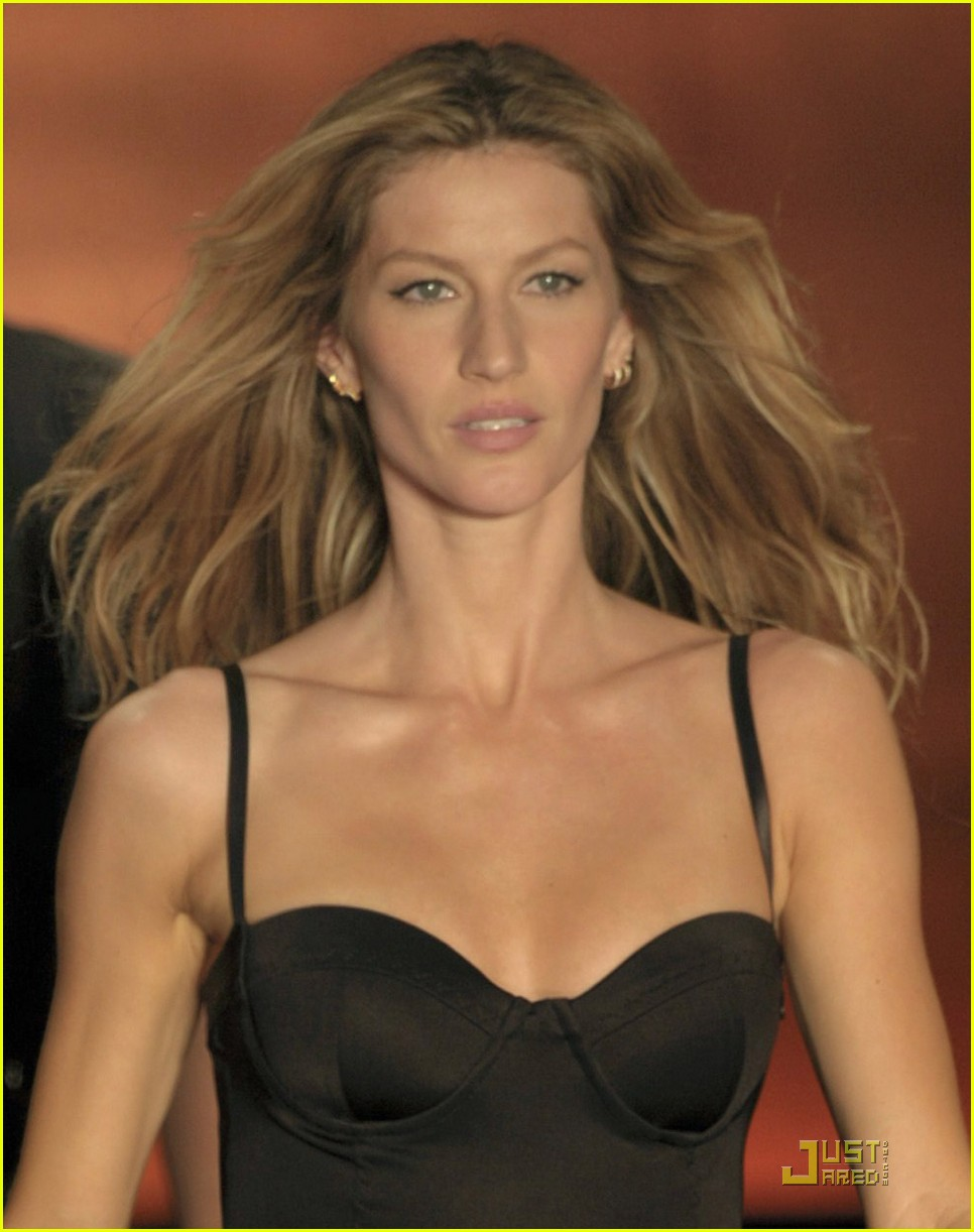 gisele bundchen colcci runway model 02