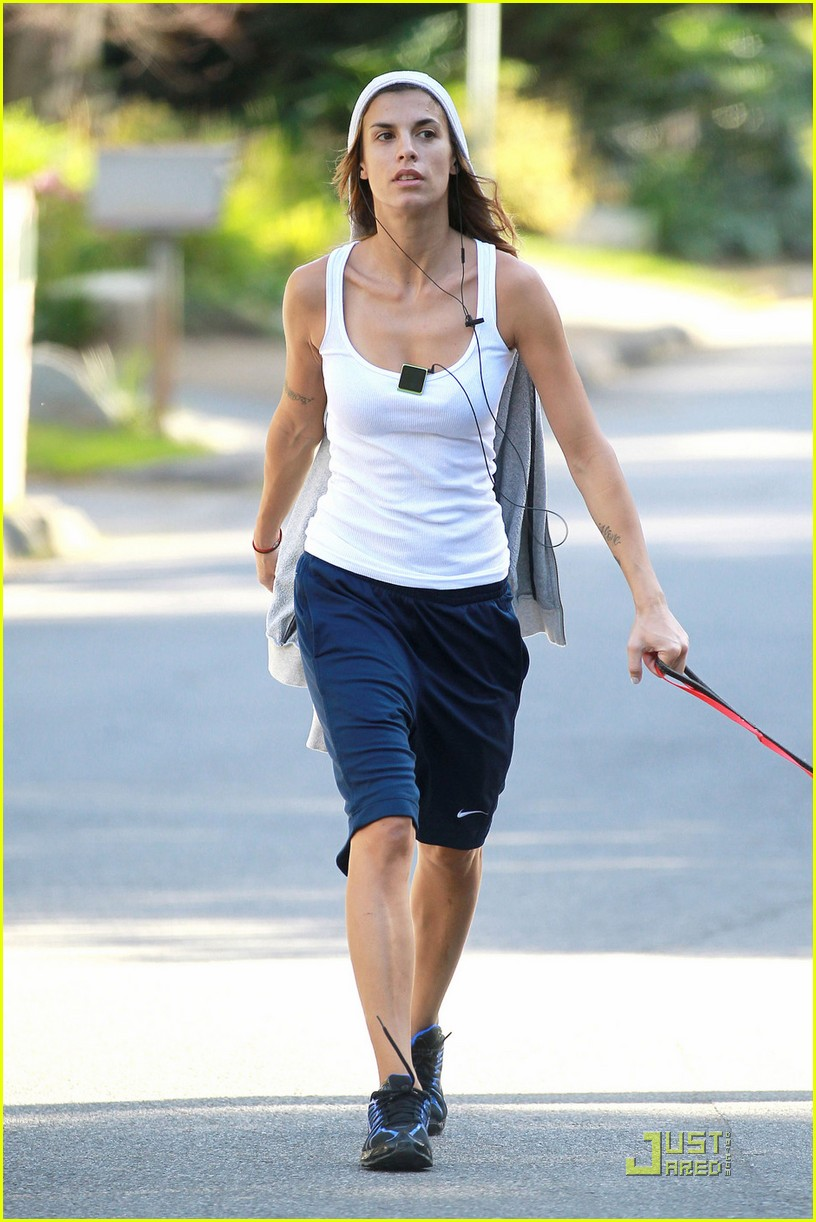 elisabetta canalis dog walk 05